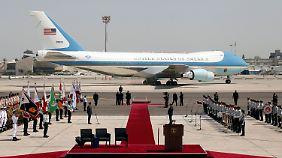 Bei der Landung der Präsidentenmaschine in Tel Aviv.
