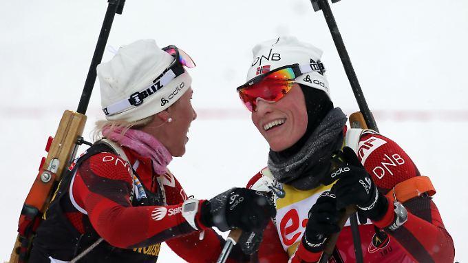 Norwegens Gesamtweltcupsiegerin Tora Berger (r.) zählte zu den Beglückten.