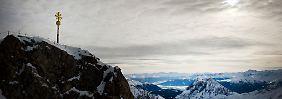 Deutschlands höchster Gipfel: die Zugspitze. Dort kocht das Wasser schon bei etwa 90 Grad Celsius.