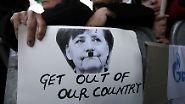 Kaum eine Massendemonstration in Nikosia, Lissabon, Madrid, Rom oder Athen kommt ohne ein Plakat aus, das Merkels Konterfei mit aufgemaltem Hitler-Bärtchen zeigt.
