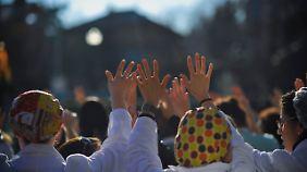 Ärzte, Krankenschwestern und Pfleger demonstrieren im spanischen Pamplona gegen Kürzungen im Gesundheitswesen.