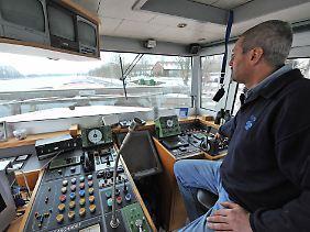 Zu viel Luft in den Laderäumen ist auch nicht gut: Ein Binnenschiffer wünscht sich freie Fahrt und volle Zuladung.
