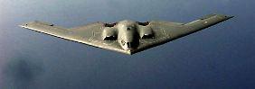 """Aus dieser Perspektive zeigt sich der """"Spirit"""" nur seiner Jagdbegleitung und der Crew der fliegenden Stratotanker."""