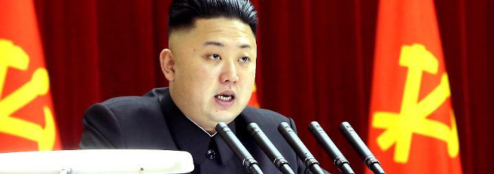 Nordkoreas Diktator Kim bei einer Rede vor dem Zentralkomitee der Arbeiterpartei des Landes.