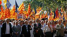 Mit dem größten Protestmarsch in Katalonien seit Ende der Franco-Diktatur (1939-1975) haben rund eine Million Menschen für die Eigenständigkeit der nordostspanischen Region demonstriert.