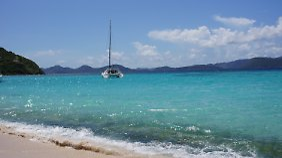 Blick auf einen Strand auf den British Virgin Islands. (Foto: Jost Van Dyke)