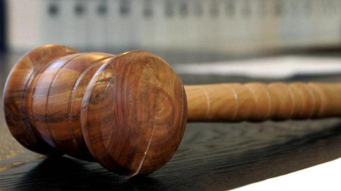 Die Richter kamen der Forderung der Staatsanwaltschaft nicht nach. Die Angeklagte erhielt eine Bewährungsstrafe.