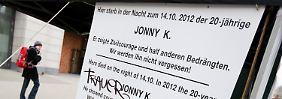 Am Tatort am Berliner Alexanderplatz erinnert eine Tafel an Jonny K.