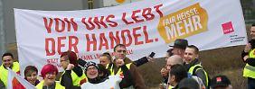Mehr Geld und bessere Bedingungen: Amazon-Beschäftigte streiken
