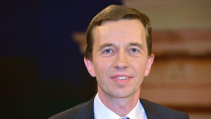 Bernd Lucke ist Wirtschaftsprofessor an der Universität Hamburg und einer der Gründer der Alternative für Deutschland. Auf dem Gründungsparteitag der AfD strebt er einen der drei Sprecherposten an.