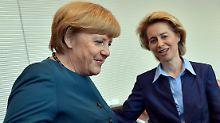 Offiziell steht Bundeskanzlerin Merkel zu Arbeitsministerin von der Leyen.