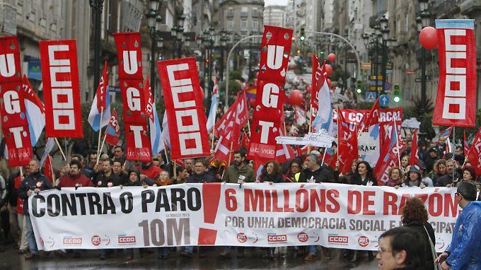 Massendemonstration gegen Arbeitslosigkeit in Madrid: Spanien hat seine Sparziele gelockert.