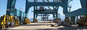 Der werkseigenen Hafen des ThyssenKrupp-Stahlwerkes an der Bucht von Sepetiba bei Rio de Janeiro.