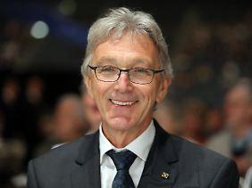Personalchaos bei der Lufthansa: Wolfgang Mayrhuber tritt nun doch an.