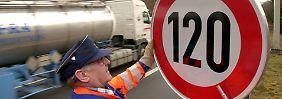 Tempolimit für Autobahnen?: Tödliche Unfälle passieren meist auf Landstraßen