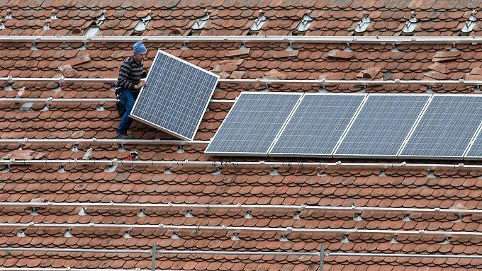 Solarmodule aufs Dach: Chinas Firmen räumen den Markt auf - mit  Kampfpreisen.