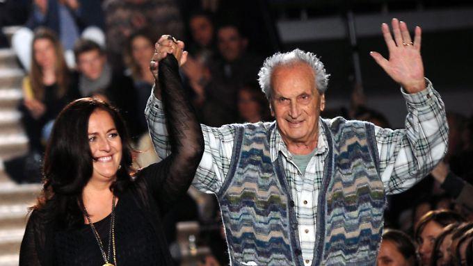 Missoni trat regelmäßig – mit Tochter Angela – bei der Präsentation seiner Kollektionen auf.