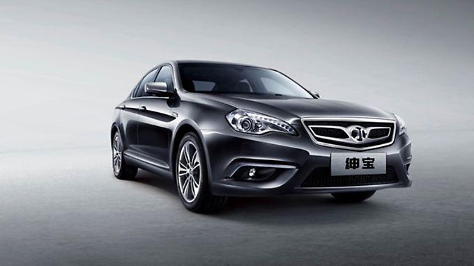 Der Senova D320 als erster chinesischer Saab-Ableger basiert auf der verlängerten Plattform der großen Limousine 9-5.