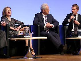 Manch ein Minister des Kabinetts Merkel wirkt schon ein wenig gipfel-müde: Schröder, Ramsauer, Bahr (v.l.)