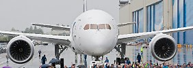 """Produktion des Pannenfliegers wird beschleunigt: Boeing-Aktie hebt mit """"Dreamliner"""" ab"""