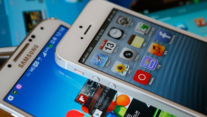 Samsung Galaxy S4 und iPhone 5: Smartphone-Größen unter sich