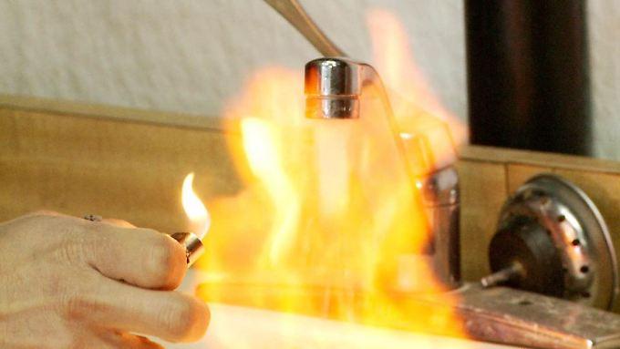 """Feuer aus dem Wasserhahn? Der preisgekrönte Dokumentarfilm """"Gasland"""" zeigt die Gefahren des Frackings auf."""