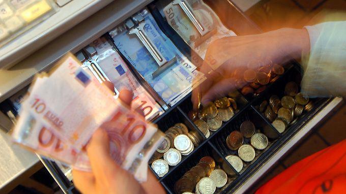 Teure Anschaffungen hoch im Kurs: Geld der Deutschen sitzt locker