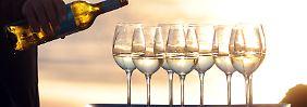 Einen edlen Tropfen gönnt man sich gern. Der Übergang von risikoarmem zu riskantem oder gar gefährlichem Alkoholkonsum ist allerdings fließend.