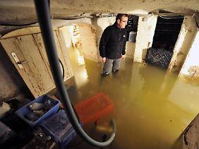 Nach einem Hochwasser machen sich Betroffene manchmal so schnell es geht ans Aufräumen. Erwarten sie Geld von der Versicherung, sollten sie aufpassen, dass sie dabei keine Beweise vernichten.