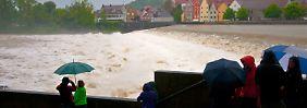 Droht ein neues Jahrhunderthochwasser?: Soldaten helfen in Unwetterregionen