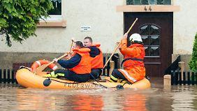 In Chemnitz gehen die Pengelstände langsam zurück. Das Wasser fließt jetzt allerdings in die tiefer gelegenen Städte.