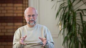 Prof. Dr. Friedrich-Wilhelm Gerstengarbe ist stellvertretender Direktor des Potsdam-Instituts für Klimafolgenforschung.