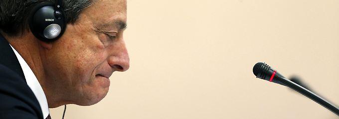 Dauerhaft niedrige Zinsen?: Draghi schickt Euro auf Tauchstation