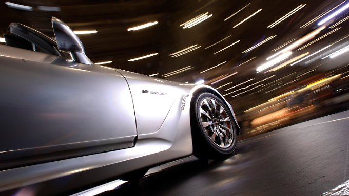 Japans Automobilindustrie muss die Konjunkturlokomitve spielen, die Reierung und die BoJ stellen die Weichen.