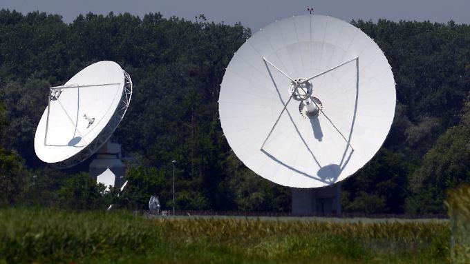 Satellitenschüsseln des Bundesnachrichtendienstens bei Rheinhausen in Baden-Württemberg.
