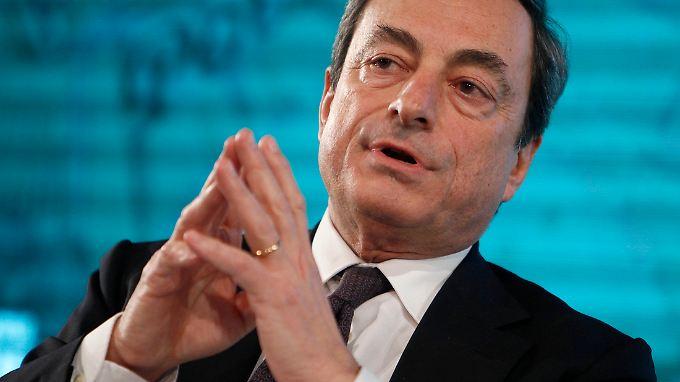 """""""Der Ausstieg liegt noch in weiter Ferne, da die Inflation niedrig ist und die Arbeitslosigkeit hoch ist"""", stellt EZB-Präsident Mario Draghi klar."""