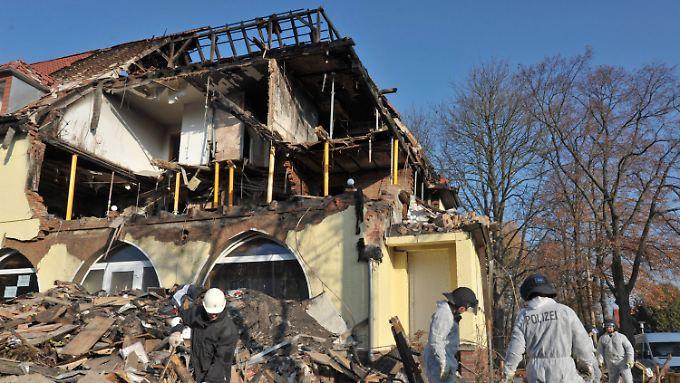 Beate Zschäpe soll beim Anzünden ihrer Wohnung sehr gründlich vorgegangen sein: Ermittler fanden an 19 Stellen Benzin.