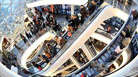 Deutsche im Kaufrausch: Geld sitzt wieder locker