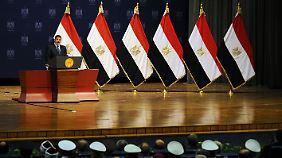 """Zum Jahrestag seines Amtsantritts versprach Mursi """"durchgreifende Reformen""""."""