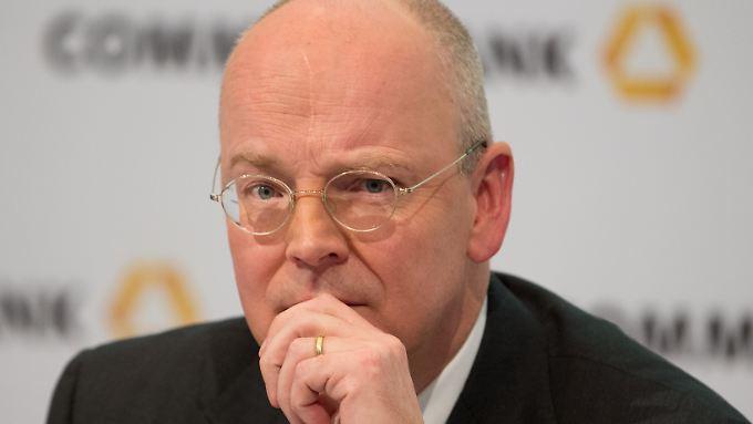 Für seine Ziele ist Commerzbank-Chef Blessing bereit, die Kritik wegzustecken.