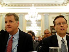 Mitte Juni mussten US-Airways-Chef Doug Parker (l.) und American-Airlines-Sprecher Gary Kennedy bereits im US-Kongress Rede und Antwort stehen.