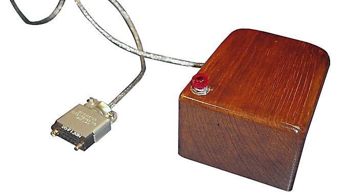 Die erste Computermaus: Der Prototyp bestand aus einem Holzkasten mit Kabel, einer roten Taste zum Klicken und einem Rad, das die Bewegungen des Geräts auf dem Bildschirm umsetzte.