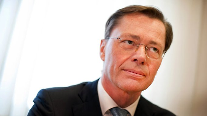 Der Ex-Arcandor-Chef Middelhoff und seine Frau fordern von der Bank mehr als 100 Millionen Euro zurück.