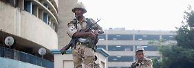 Armee und islamistische Kräfte ringen noch immer um die Macht.