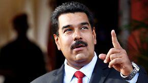 Venezuelas Präsident Maduro will Snowdon bei sich aufnehmen.