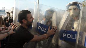 Gezi-Park wieder geschlossen: Polizei setzt erneut Tränengas und Wasserwerfer ein