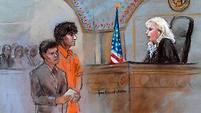 In Boston muss sich Zarnajew (im orangenen Anzug) vor Gericht den 30 Anklagepunkten stellen.