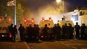 Krawalle nach Oranier-Marsch: In Belfast fliegen Flaschen und Pflastersteine