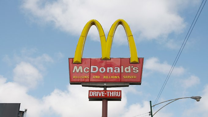 Symbol Amerikas: Ein McDonald's-Schild in Chicago.