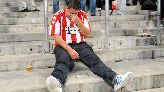 Männer weinen vergleichsweise selten. Doch wenn ihr Fußballverein mal verliert, können selbst ihnen die Tränen kommen.